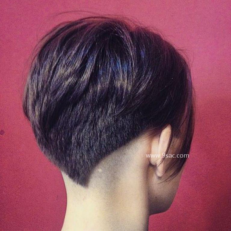 Açılı Alttan Pixie Saç Modeli