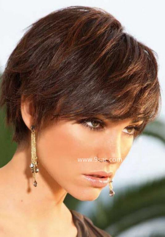 Kısa Katlı Saç Kesim Modeli Kalın Saçlara Göre