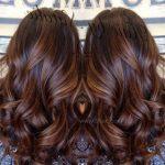 Uzun Kahverengi Saç İle Balyaj Karamel