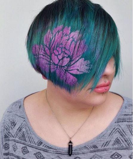 Çiçek Desenli Saç Modeli