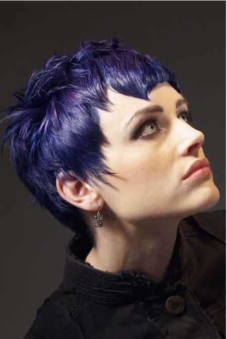 Kahküllü Pixie Saç Modeli