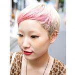 Asyalı kadınların ombre anlayışları pembe sarı ombre pixie saç kesimi