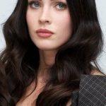 Beyaz Tenli̇ Kıza Hangi Saç Rengi Yakışır? Siyah Saç Rengi Tonları