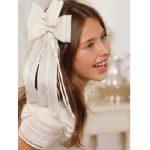 Küçük kız çocuk düğün saçi