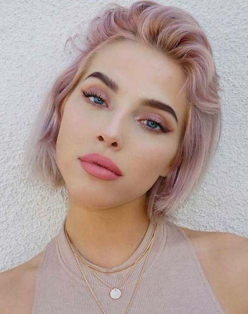 Pembe Saç Rengi Kısa Saç Modeli