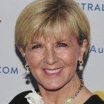 Julie Bishop Düz Günlük 40 Yas Üstü Kısa Saç Modeli