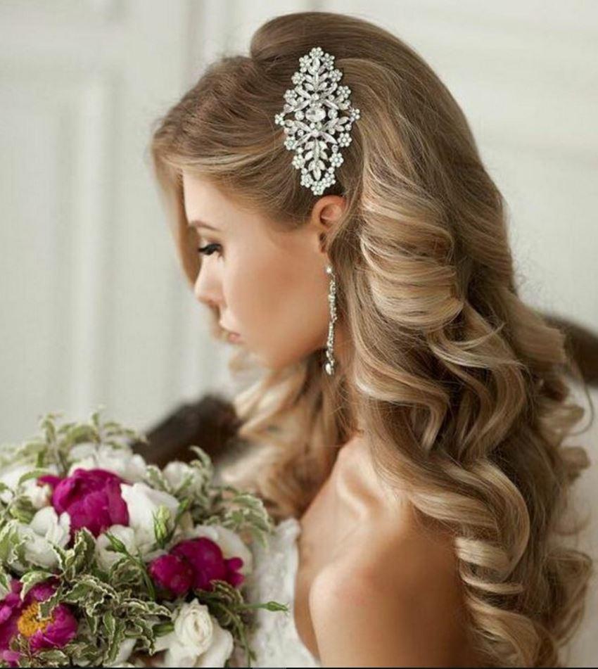 Kır Düğünü İçin Gelin Saç Modelleri