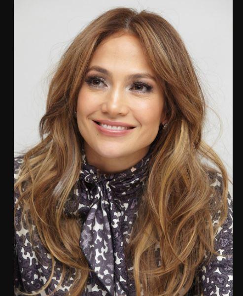 Duz Salik Ortadan Ayri Sac Modeli Jennifer Lopeze Cok Yakisiyor Sac