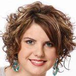 Kilolu Kadınlar için Kısa Bob Saç Modeli