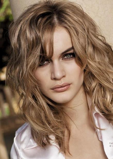 uzun dalgalı omuz hizasında saç modelleri