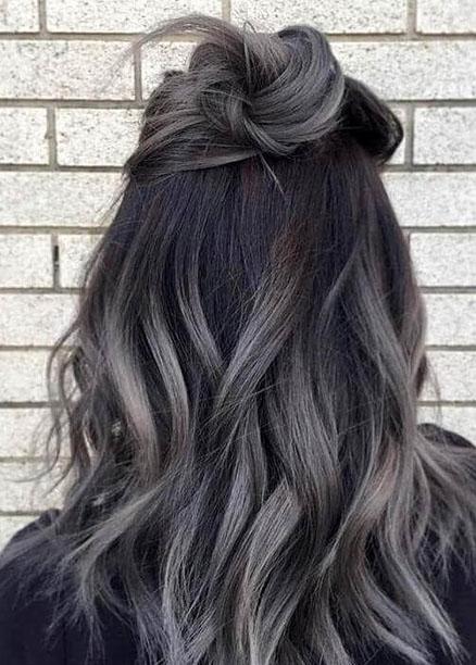 yarım topuz gri ombre saç modelleri