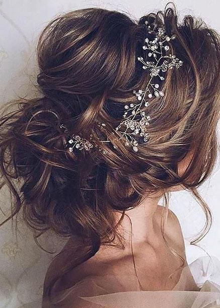 romantik düğün saç modelleri