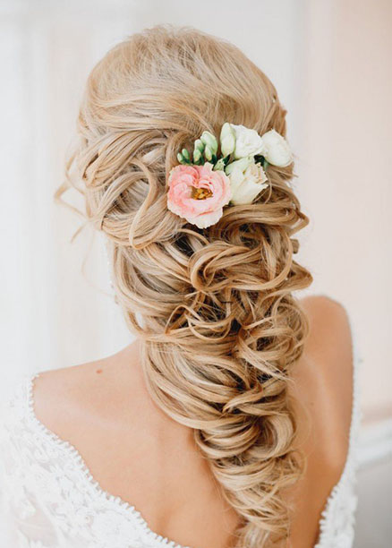 uzun at kuyruğu düğün saç modelleri
